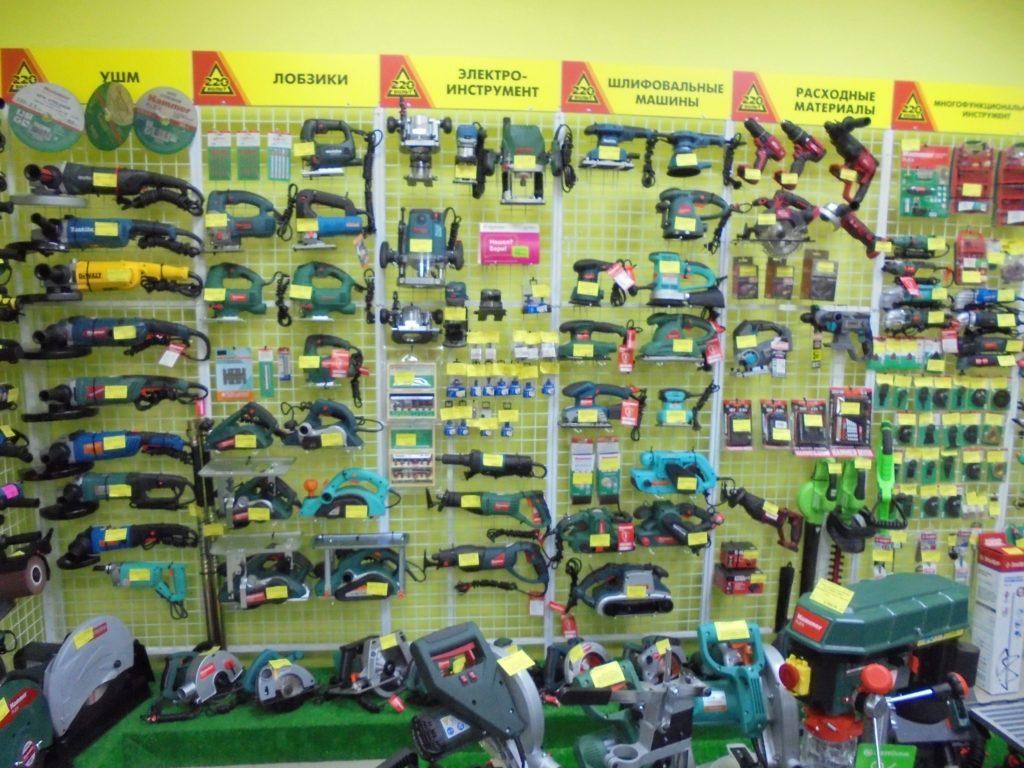 Витрина магазина 220 вольт шлифовальные машины, фрезеры ручные болгарки купить в смоленске в городе мастеров