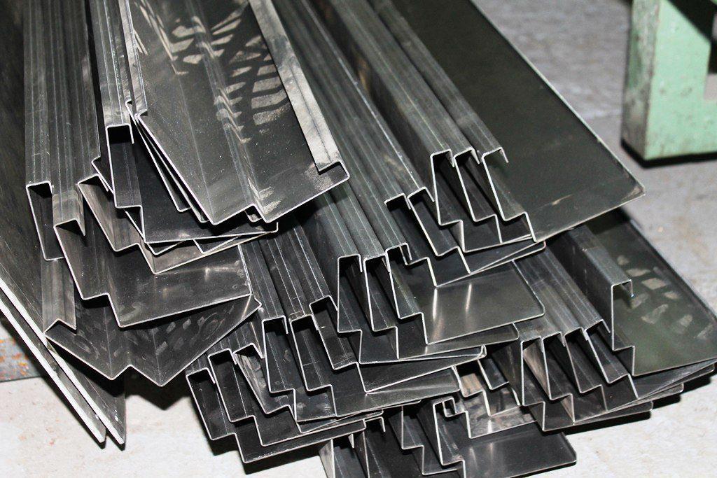 Гибка листового металла в смоленске. металл разного профиля.